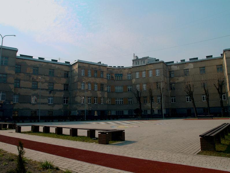Вигляд нашої школи з подвір'я