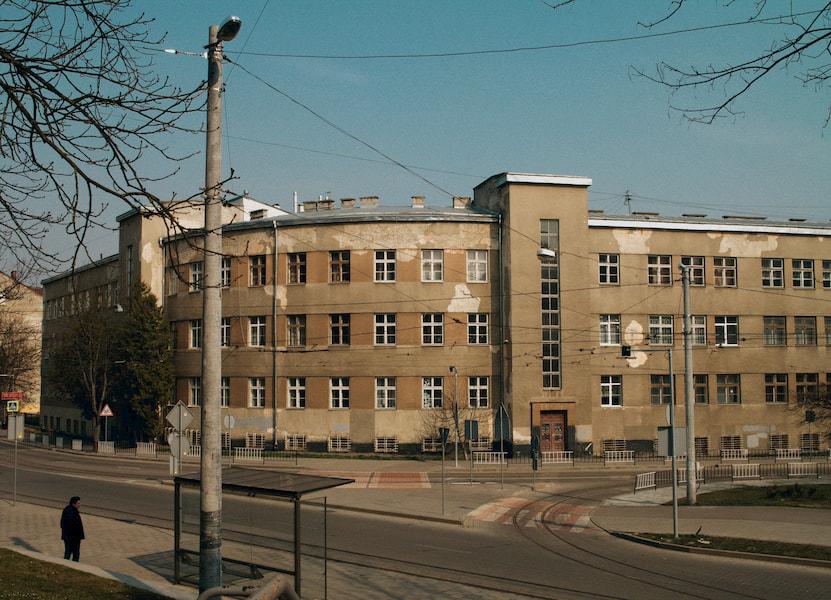 Вигляд нашої школи з проїжджої частини