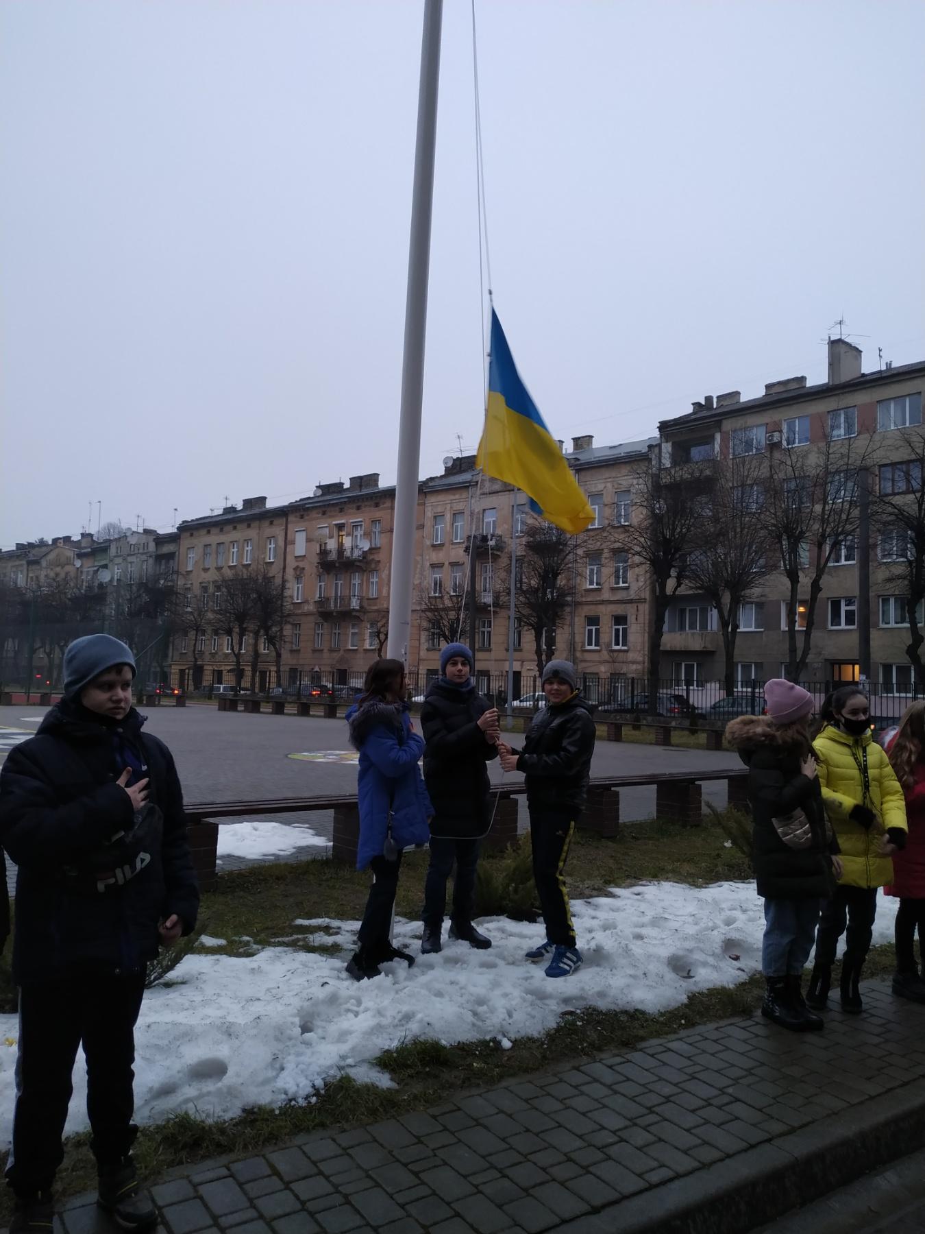 Традиційне підняття державного прапора України